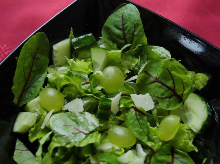 Giant sorrel salad