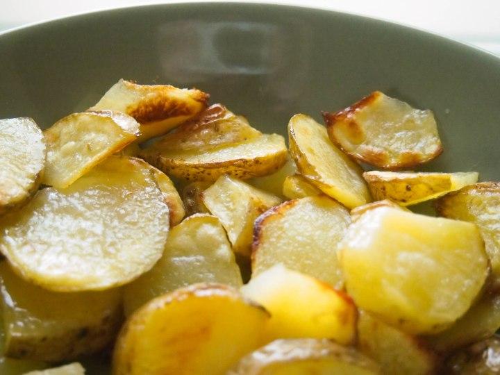 Baked garlic potatowedges