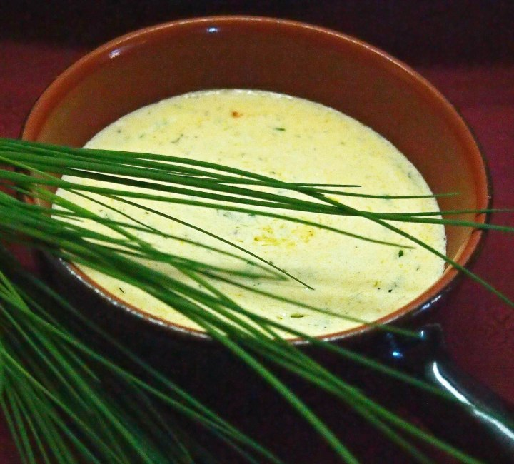 Sauce with herb cream cheese