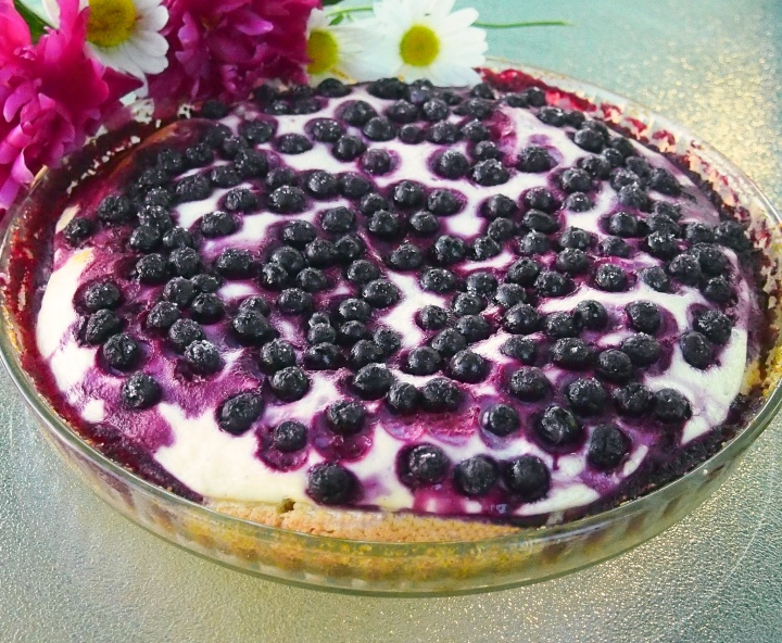 Gluten free pie with aronia berries and quark