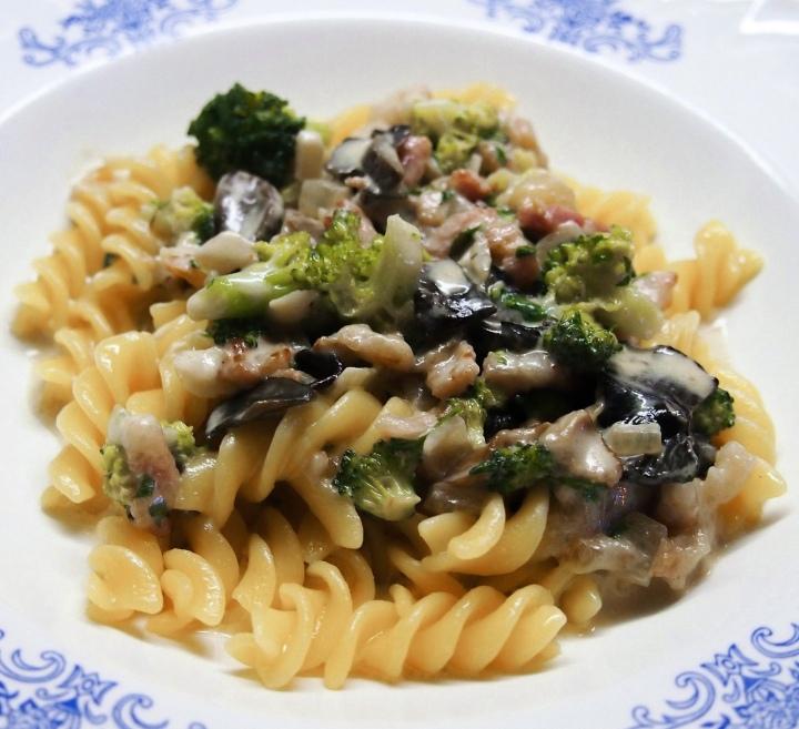 Pasta sauce made of boletes, broccoli and smokedbacon