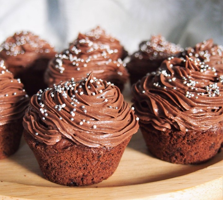 Gluten free chocolate cupcakes with chocolatefrosting