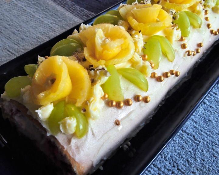 Gluten free swiss rolls with vanillafrosting