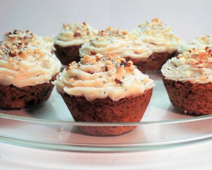 Gluten free chocolate cupcakes with vanillafrosting