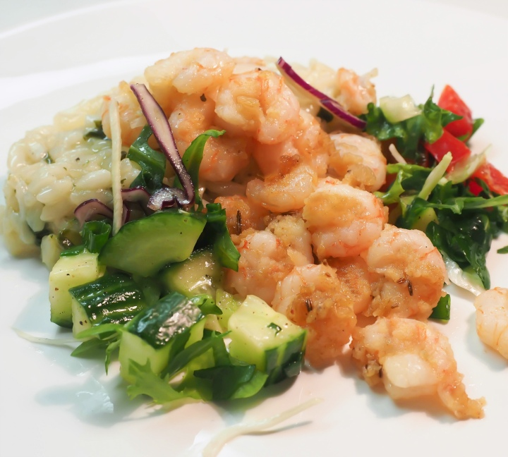 Deep-fried shrimps and spinach risotto
