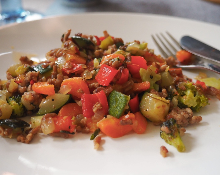 Wok with minced meat and vegetables