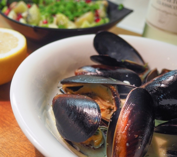 Blue mussels in creamy garlicsauce